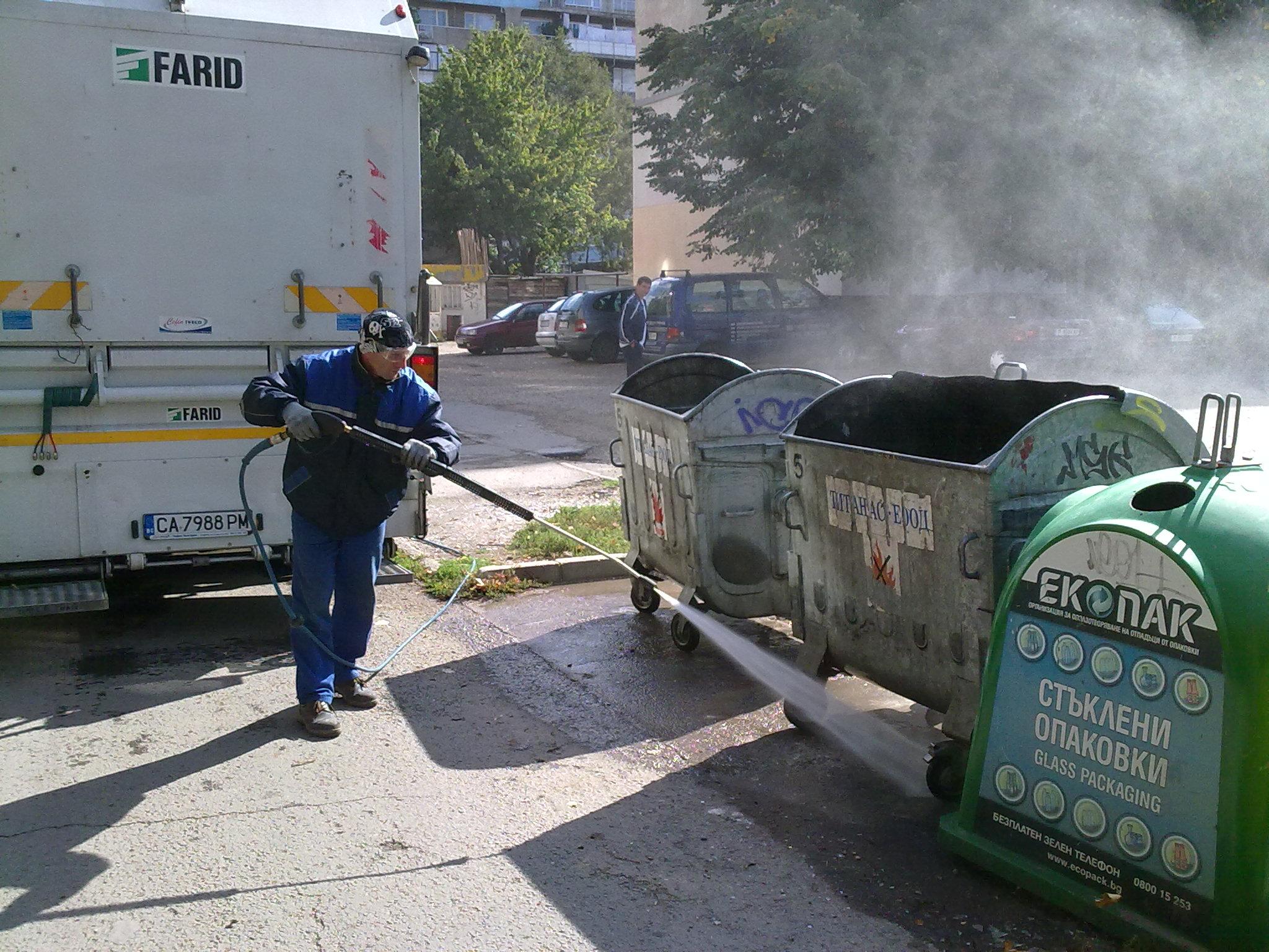 Photo of С био препарат мият контейнерите в Русе
