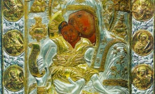 Photo of Чудотворна Богородица идва в Русе
