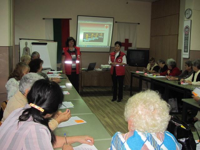 Photo of Възрастни червенокръстци се учиха да помагат на свои набори по време на бедствия
