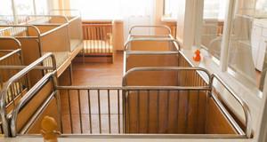 Бебе с хидроцефалия остана в семейството си след подкрепа от две фондации