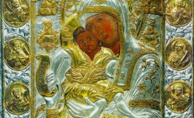 Photo of Патриарх Неофит благослови русенци пред чудотворната Богородица
