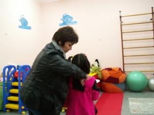 Специалисти от социалния комплекс помагат на деца като Кристина да преодолее проблемите си