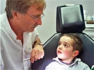 Зъболекарят трябва да е приятел за детето