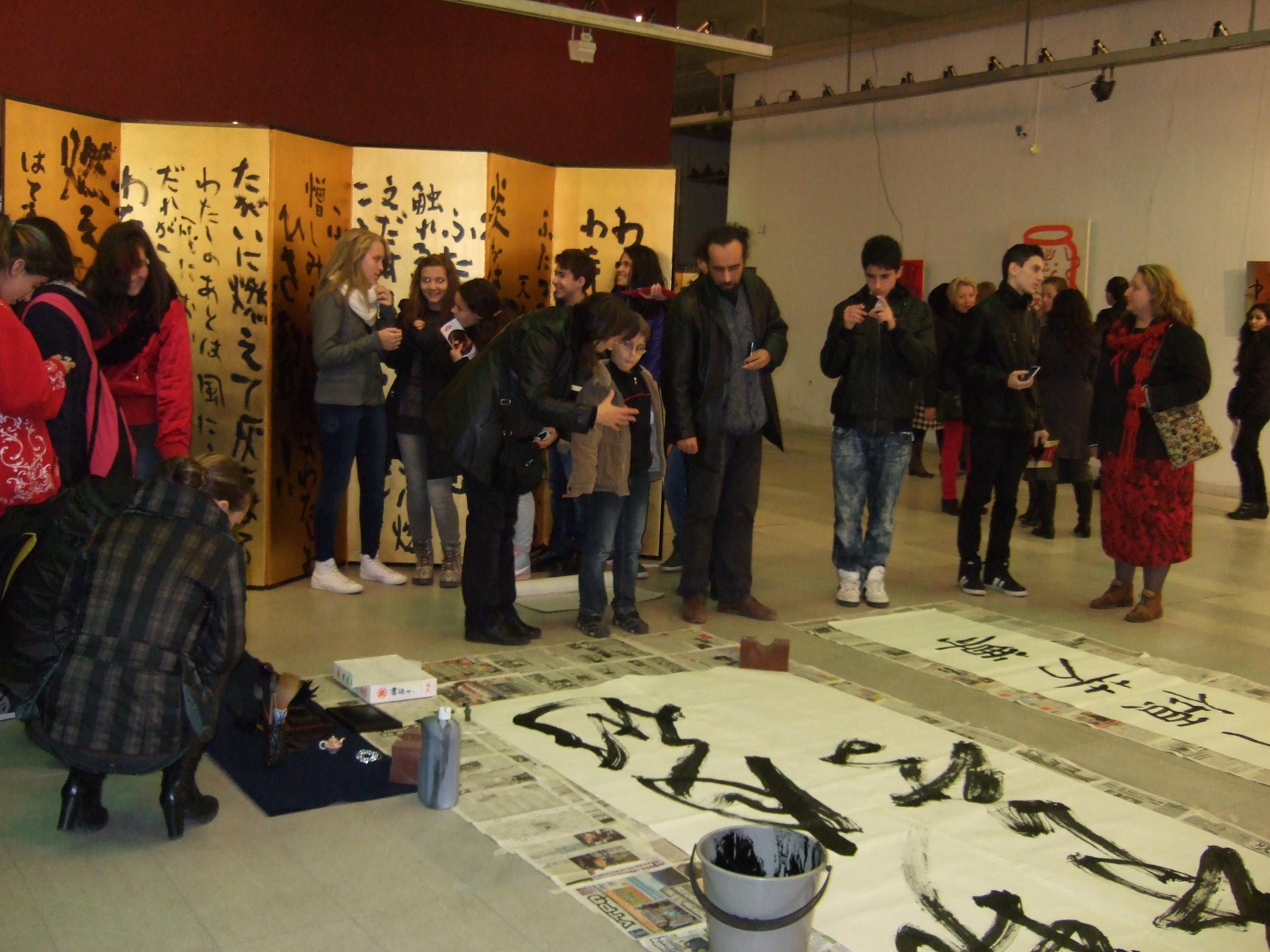 Photo of Японски калиграф изписва текстове в състояние на медитация