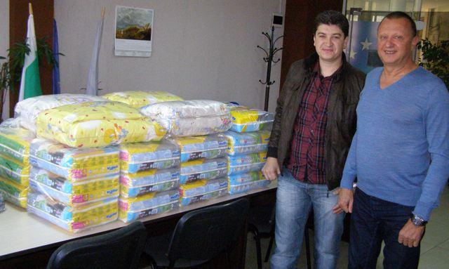 Таткото прие дарението от Пламен Нунев