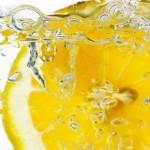 5 причини да посягаме сутрин към вода с лимон