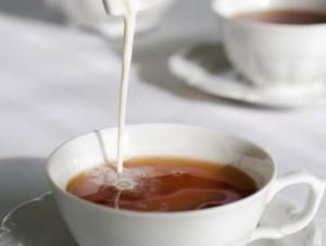 Добавянето на мляко към чая, всъщност го прави по-силен.