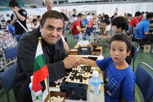 Супервайзорът на БМСТ Теодор Недев като състезател по Го в олимпиадата на интелектуалните игри, проведена в Китай