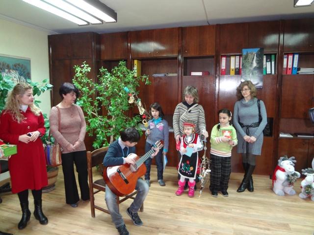 Децата от Ресурсния център гостуват за поредна година в Бялата сграда
