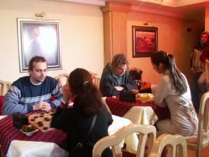 """Турнирът по Сянци се проведе в хотел """"Одисей"""", който въпреки малкия си интериор,събра 16 състезатели"""