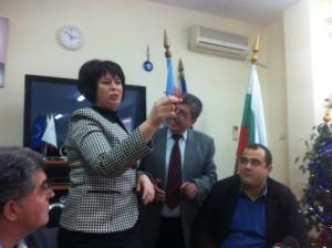 Ферихан Ахмедова първа получи чесън и дрян