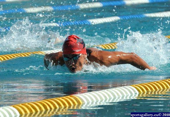 Photo of Михаел Йорданов плува като красив и мощен делфин