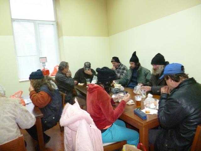 Photo of БЧК нахрани бездомните в навечерието на 2014-а