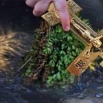 Архимандрит Виктор поръсва за здраве на Богоявление