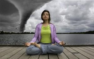 Преди да се започнат упражненията, трябва да седнете удобно и да се отпуснете.