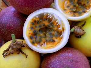 Маракуята е интересен малък, кръгъл, освежаващ и ароматен плод.