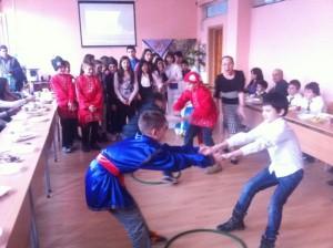 На Масленица децата играят различни игри