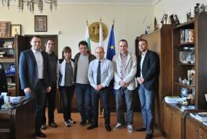 Щастливите хора се срещнаха с кмета Пламен Стоилов и част от неговия екип