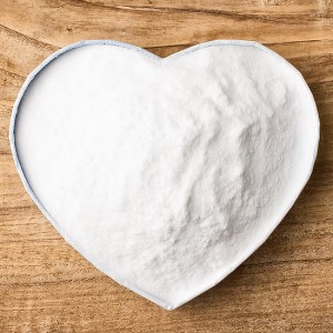 Сода бикарбонат, сок от лимон са само някои от многобройните средства, с които хората са се опитвали в домашни условия да постигнат по-бели зъби.
