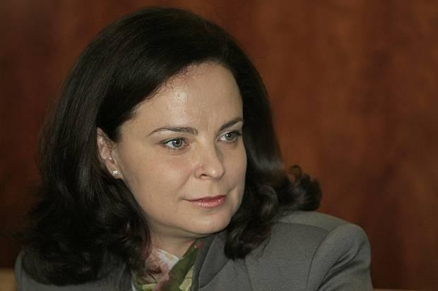 """Photo of Министър Андреева : Здравната каса минава на """"ръчно управление"""""""