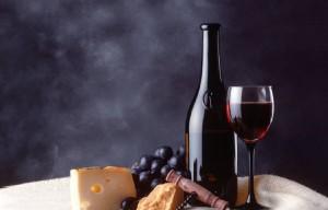 Червеното вино е по-богато на фенолни антиоксиданти дори от морковите, ябълките и доматите.