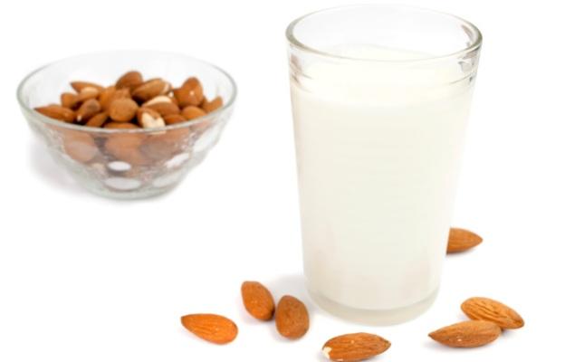 Photo of Бадемовото мляко напълно замества животинското
