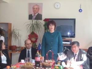Кметът Пламен Стоилов, областният управител Венцислав Калчев и депутатът и областен лидер на ДПС Ферихан Ахмедова заедно боядисваха яйца.