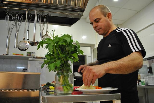 Photo of Пламен Стоилов готви агнешко със спанак за Гергьовден