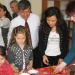 Мюсюлмани и християни заедно боядисваха яйца