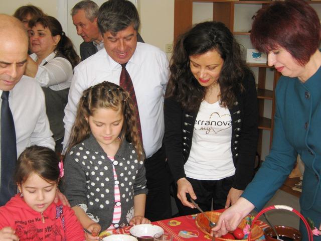 Photo of Мюсюлмани и християни заедно боядисваха яйца