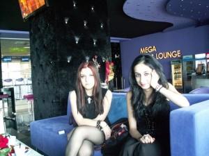 Ния успява да организира благотворителен концерт с помощта на своя приятелка