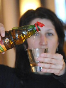 В чаена чаша, около 150 -200 мл/, топла вода прибавяме: 1 с. л. ябълков оцет, 2 ч.л. пчелен прашец, полифлорен, 1 с.л. билков пчелен мед, като при диабет добаваме само 1 ч. лъжичка, 15-20 капки спиртен разтвор на прополис.