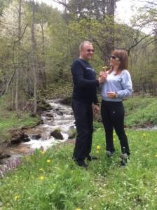 Пламен Нунев в подножието на Пирин със съпругата си Таня