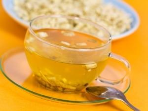 Чаят от бяла ружа пък се препоръчва при лечение на язва на стомаха и лошо храносмилане.
