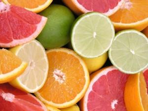 Портокаловото масло увелчава производството на колаген, а лимоновото подобрява кръовобърщението и ускорява разграждането на мазнините.