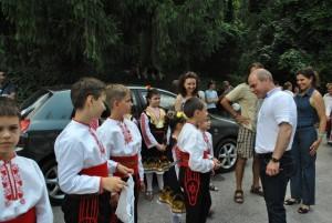 Във фолклорния фестивал участват 50 състава и индивидуални изпълнители от цялата страна