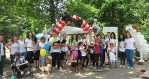 """Кучета с балони казват: """"Не бъди безразличен!"""""""