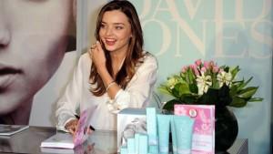 Миранда Кер става квалифициран холистичен лекар, за да създаде своята своята линия за еко козметика.