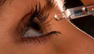 Синдром на сухото око – намалена продукция на слъзен секрет.