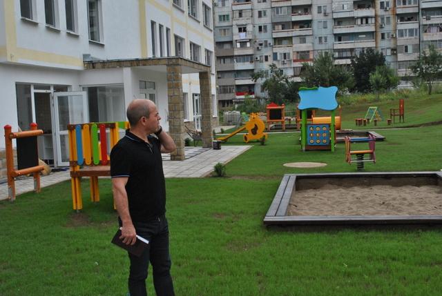 Кметът на Община Русе Пламен Стоилов инспектира през почивните дни строителството на новите детски градини