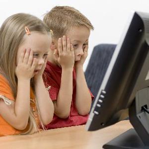 Децата на възраст 12-14 години трябва да стават от компютъра на всеки 45 минути, а децата между 15 и 17 години на всеки час.