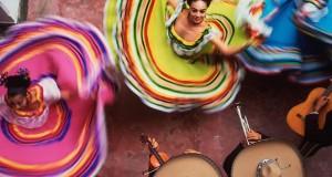 Русенци разпускат с феерия от фолклорни ритми