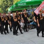 Стотици бягат от стреса с танци на Текето под небето