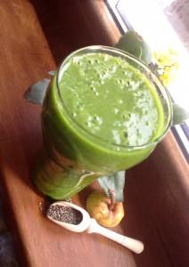 Зелено смути от спанак, банан, круша и чиа семена