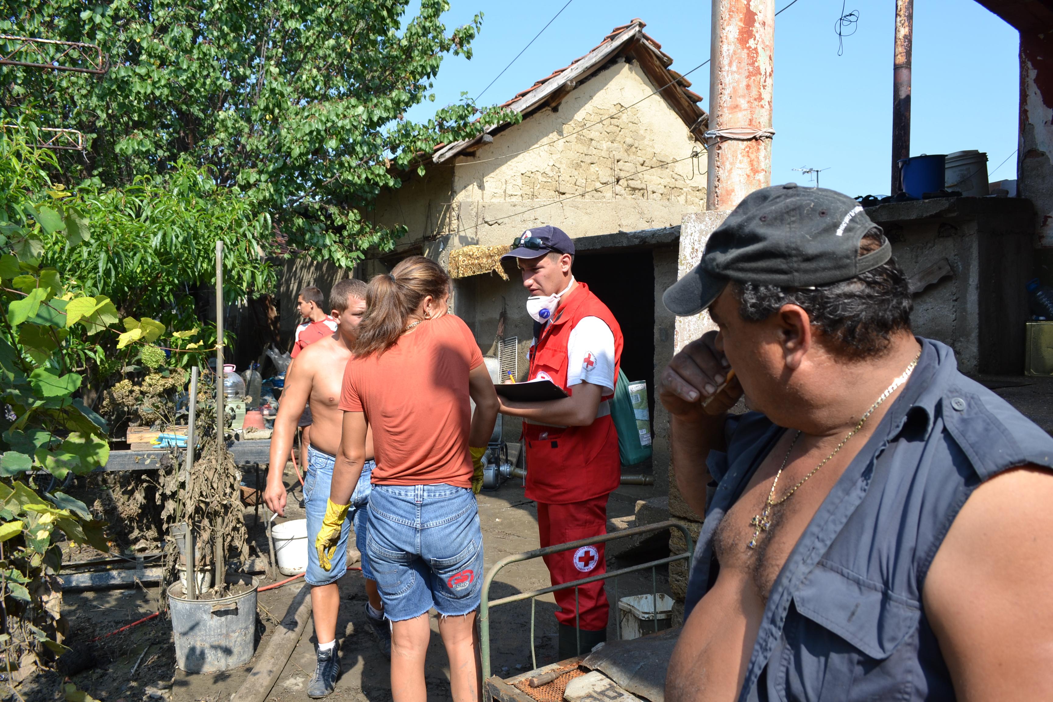 Photo of Русенски червенокръстци в помощ на потопена Мизия