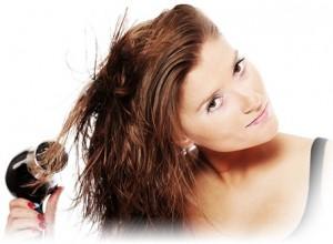 Дръжте сешоара на безопасно разстояние от косата и използвайте студена струя.