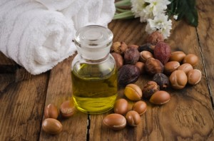 В днешно време изключително ценният продукт арганово масло все по-често се използва в козметиката.