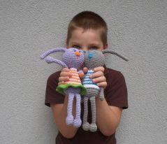 Додо - синът на Деси с любимите си играчки