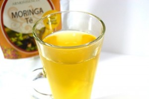 Маслото от Моринга е фино и успокояващо , плъзга се нежно върху кожата и се абсорбира с лекота.