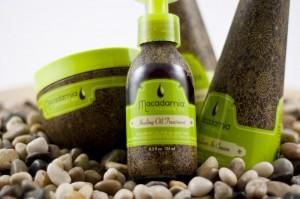 Маслото от макадамия е подходящо за всички типове кожа, може дори да го използвате на вашето бебе.